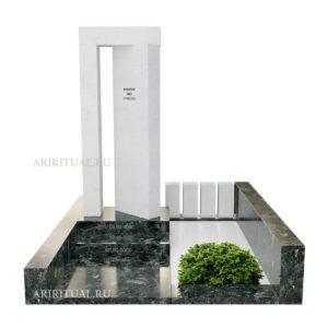 Памятник из серии врата